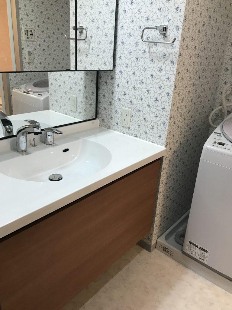 洗面所 トイレ内装工事 クロスや床張替え トイレ工事なら川崎市のアースインテリア